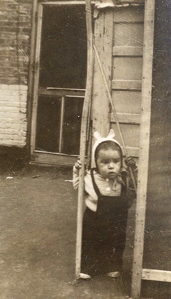 Linda on Bubby's porch 1944